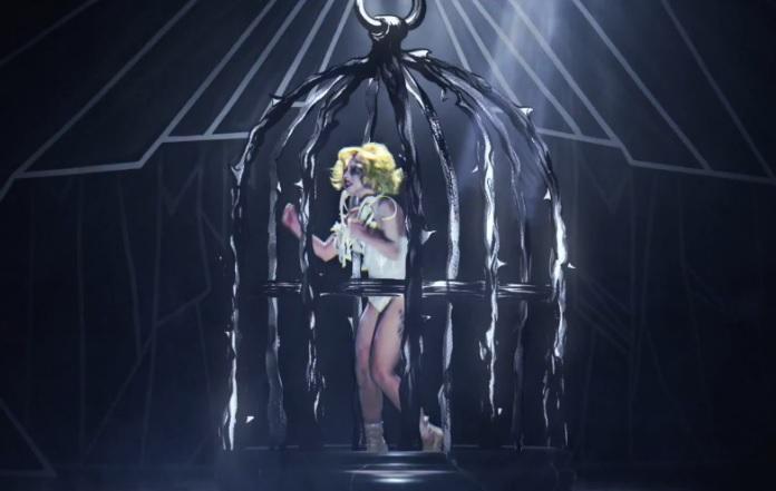 Lady-Gaga-Applause-Birdcage
