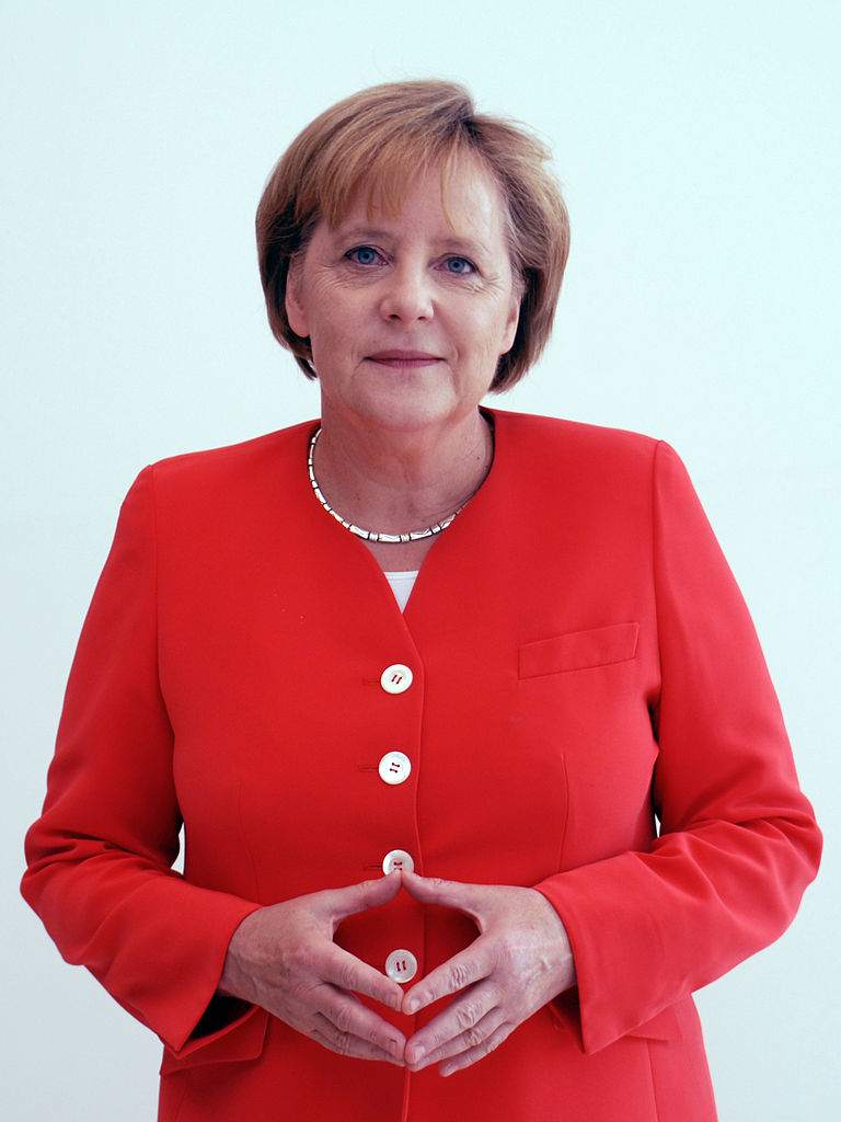 "Merkel doing her ""Merkel-Raute"" hand sign."