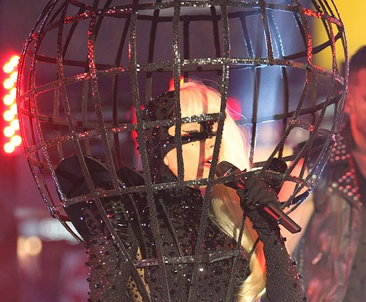 Lady-Gaga-illuminatiApplause-Birdcage
