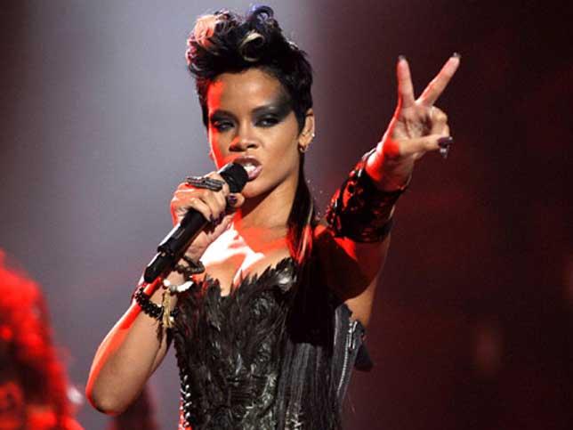 Rihanna 2008 Mtv Video Music Awards V Sign Illuminati Symbols