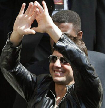illuminati sign Tom Cruise pyramid