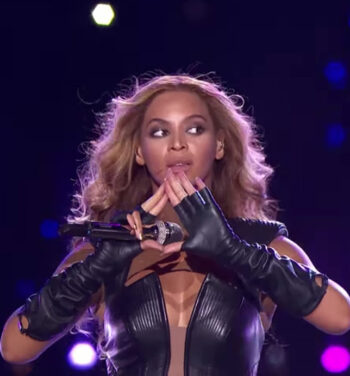 illuminati sign beyonce superbowl pyramid sign