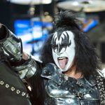 KISS Gene Simmons – Sign of the Horns