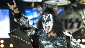 illuminati signs gene simmons kiss devils horns