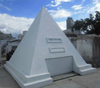 illuminati symbol nicolas cage tomb pyramid